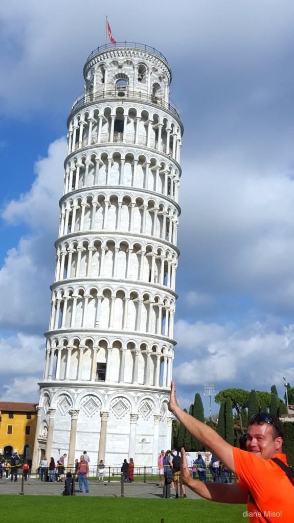 Man mock holds the Leaning Tower of Pisa