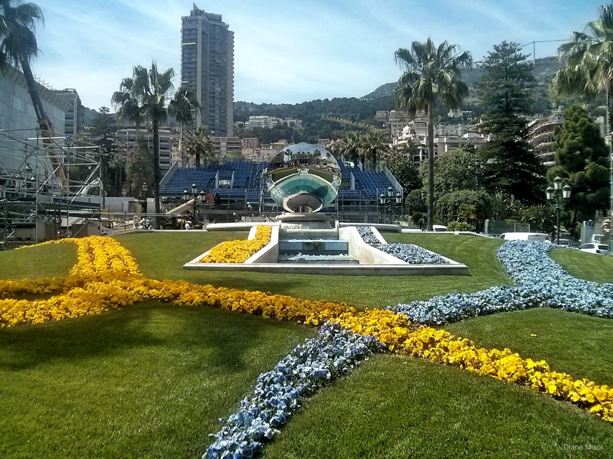 Garden with Reflective Sphere, Monte Carlo