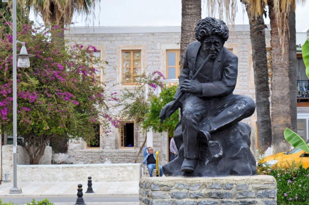 Turkish Poet Nay, Statue in Bodrum