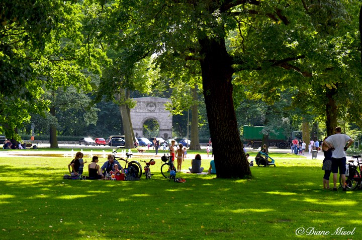 people enjoying treptower park berlin. Black Bedroom Furniture Sets. Home Design Ideas