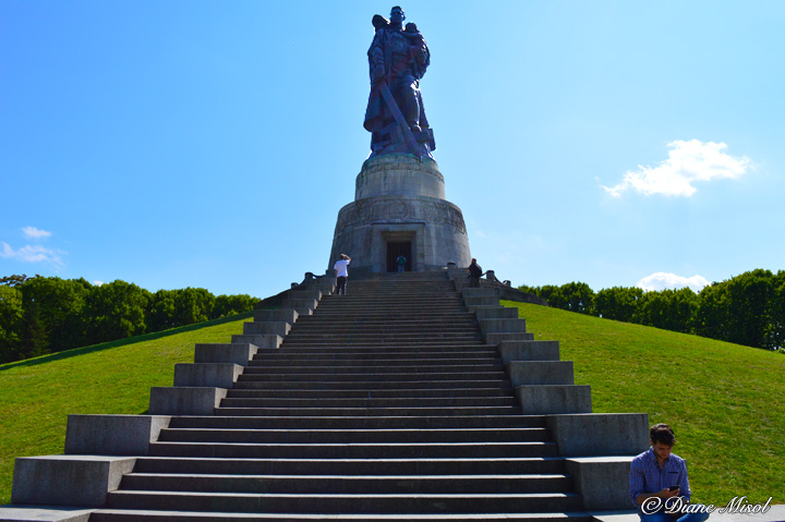 Soldier and Child. Treptower Park Soviet War Memorial
