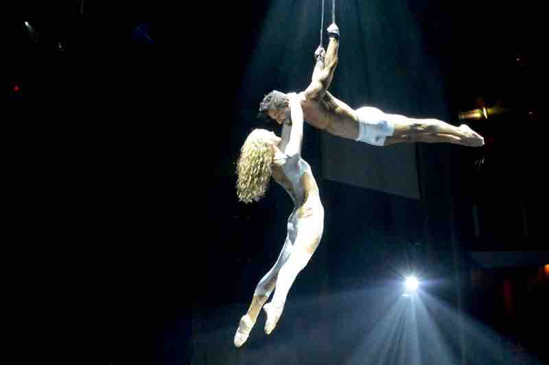 Aerial Act - Maxx - Celebrity Cruise Show - 0291