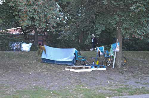 Camping or Living on a Spree Canal - Berlin -0026-(1)
