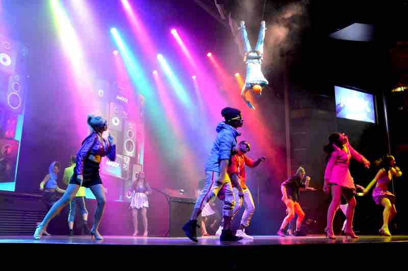 Dancers and Aerial Acts - Celebrity Cruise Ship, Maxx - 0073