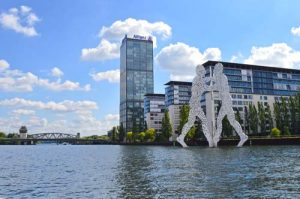 Molecule Man, Alliance Building & Elsenbruecke Bridge - Berlin Spree River -0491