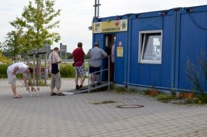 Line Up to Buy Vingette, Highway Permit for Czech Republic -0003