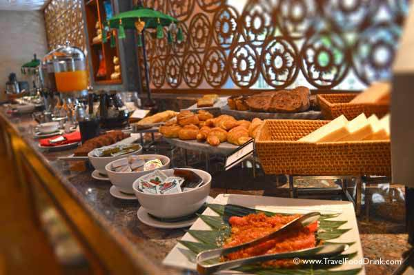 Breakfast Buffet - Yonne Cafe & Bar, SenS Hotel Ubud, Bali